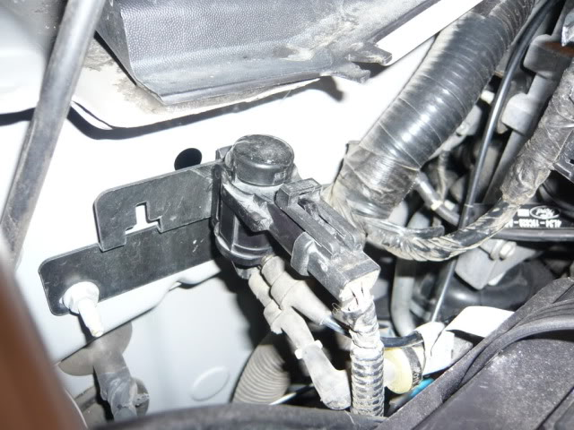 2005    F      150    lariat 4x4 supercrew whiningclicking from
