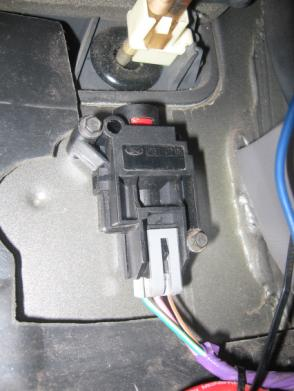 Sable Camshaft Position Sensor Location as well How To Fix The P1233 FPDM NoStart Condition DTC moreover Wiring Diagram For 97 Ford Mustang 4 6l besides 219616 Fuel Pump Reset Button besides 4vadz Ford Festiva Aloha I Trying Trouble Shoot Parking. on 1997 ford explorer inertia switch