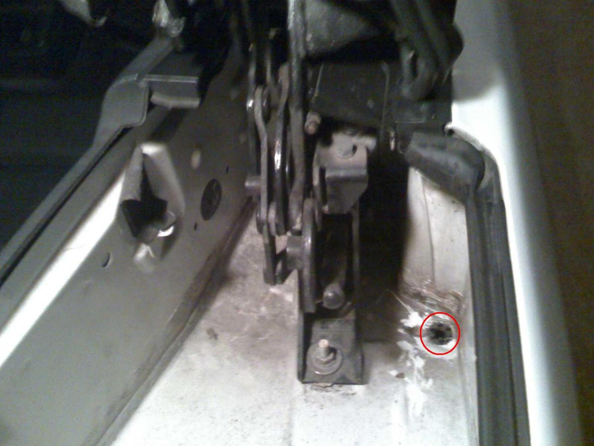 How To Find Drain Holes In A 1995 Audi Riolet I Have A 1995 Bmw 325i Convertible It Appears